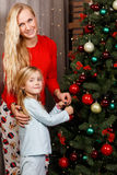 Maman et fille dans des pyjamas Photographie stock