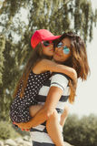 Maman et fille passant le beau temps ensemble Photos libres de droits