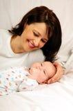 Maman et petit bébé image libre de droits