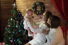 Maman et petite-fille de grand-mère dans Noël Photos libres de droits