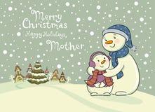 Maman les soins de bonhomme de neige de son enfant Photo libre de droits