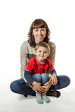 Maman tenant son fils dans des bras Image stock