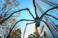 Maman - uma escultura da aranha na construção da torre de Mori no Tóquio Fotografia de Stock