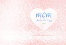 Maman vous êtes le meilleur mot sur le coeur de papier dans la pièce en pastel rose de scintillement, l'espace de congé pour ajou Photos stock