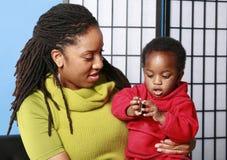 Mamma, bambino e biscotto Fotografia Stock