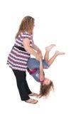 Mamma che lancia figlia immagini stock