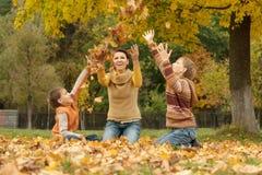 Mamma con i bambini in parco Fotografia Stock