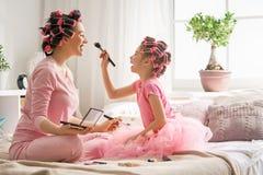 Mamma e bambino che fanno trucco Fotografie Stock