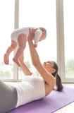 Mamma e bambino di sport fotografia stock libera da diritti