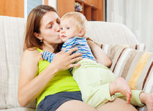 Mamma felice con il bambino Fotografia Stock