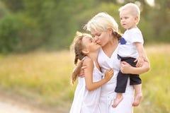 Mamma med sonen och dottern Fotografering för Bildbyråer