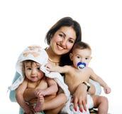 Mamma met haar tweelingzonen royalty-vrije stock foto