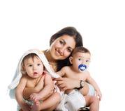 Mamma mit ihren Söhnen stockbilder