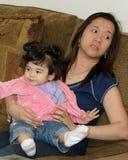 Mamma mit Schätzchen lizenzfreie stockfotografie