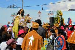 Mamma Negra op een paard in traditionele Latacunga Stock Fotografie