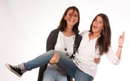 Mamma och dotter som omkring spelar Royaltyfri Fotografi