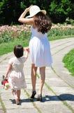 Mamma och hennes lilla dotter Arkivfoto