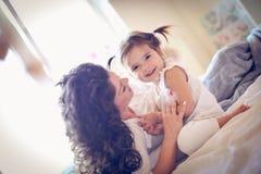 Mamma och mig på morgonen ballerina little Arkivfoto