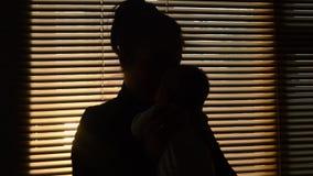 Mamma som rymmer ett barn lager videofilmer