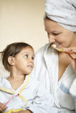 Mamma und ihre kleine Tochter Lizenzfreie Stockfotografie