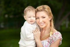 Mamma und Sohn stockfotografie