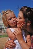 Mamma und Tochter stockbild