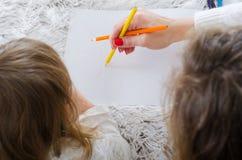 Mamma und Tochter gemalt stockfoto