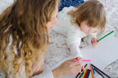 Mamma und Tochter gemalt stockfotografie
