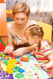 Mamma- und Tochterspielen Lizenzfreies Stockbild