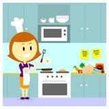 Mammamatlagning i köket Arkivbild