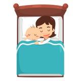 Mamman och behandla som ett barn sover på säng Royaltyfri Bild