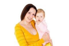 Mamman och pysen leder den sunda livsföringen och äter äpplen Arkivfoton