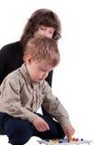 Mammaspiele mit ihrem Sohn Lizenzfreie Stockfotos