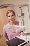 mammografia maszynowa pielęgniarka zdjęcia royalty free