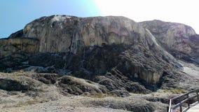 Mammoth Hot Springs - mola gigantesca imagem de stock