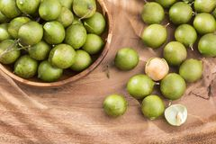 Mamoncillo heerlijk tropisch fruit - Melicoccus-bijugatus Royalty-vrije Stock Foto's
