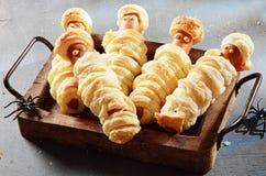 Mamãs de Weiner envolvidas na pastelaria na bandeja Imagens de Stock