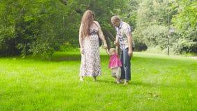 Mamy i tata mienia chlanie i dziecko ona zdjęcie wideo