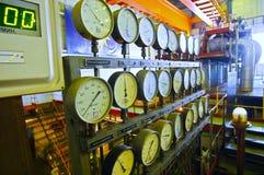 Manómetros en la central eléctrica Imagen de archivo libre de regalías