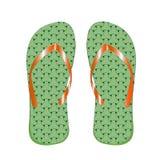Man& x27 тапочек; цвет s зеленый, для пляжа, на белой предпосылке Стоковое Фото
