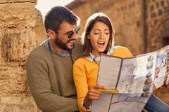 Free Man And Woman On Vacation Sightseeing City With Map Stock Images - 162764794