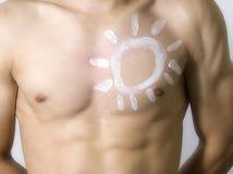 Man applying sun protection Royalty Free Stock Photos