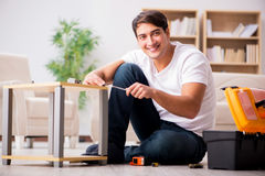 The man assembling shelf at home Stock Photography