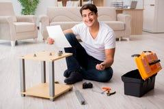 The man assembling shelf at home Royalty Free Stock Photos
