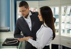 Man with assistant in jewellery shop Royalty Free Stock Photos