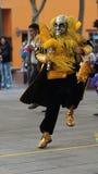 Man att dansa traditionell dans av Bolivia i Ciudad Mitad del Mundo den turistic mitten nära av staden av Quito Royaltyfri Fotografi