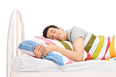 Man att sova i en säng och att drömma söta drömmar Arkivbilder