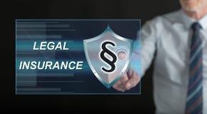 Man att trycka på ett lagligt försäkringbegrepp på en pekskärm royaltyfria bilder