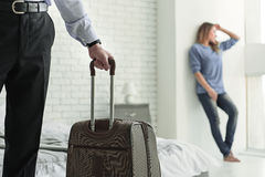 Man with baggage leaving his wife Royalty Free Stock Photos