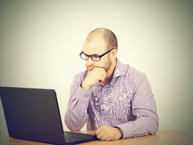 Man with beard in glasses laptop Royalty Free Stock Photography